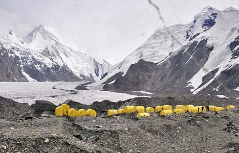 カルカラBC→ヘリでハンテングリ峰BCを往復 →カルカラBC周辺の植物観察→カルカラBC(テント